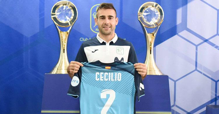 Cecilio con su nueva elástica y el dorsal 2 característico. Foto: Movistar Inter