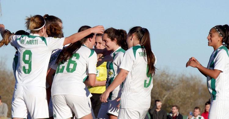Las jugadoras del Córdoba Femenino, con Mery Martí a la izquierda y Kerlly Real a la derecha, celebrando un tanto. Foto: CCF