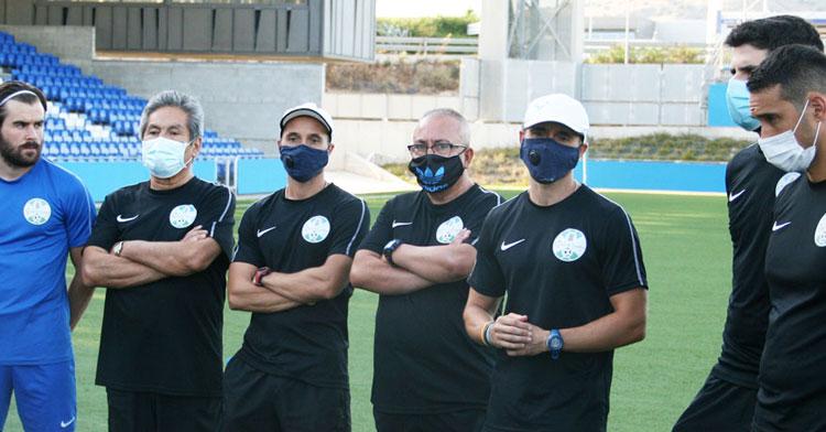 Los hermanos Carrasco y su cuerpo técnico en un entrenamiento de esta semana. Foto: @ciudaddelucena