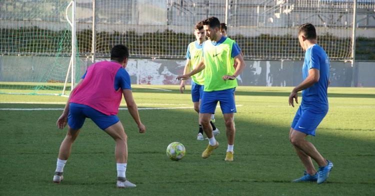 Los jugadores del Ciudad de Lucena en un entrenamiento. Foto: @ciudaddelucena