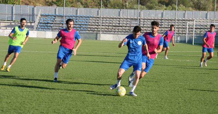 Los jugadores celestes en pleno entrenamiento. Foto: @ciudaddelucena