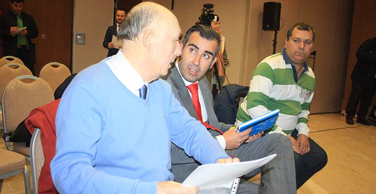 José María Córdoba junto a varios de los componentes de la Asociación de Minoritarios CCF.
