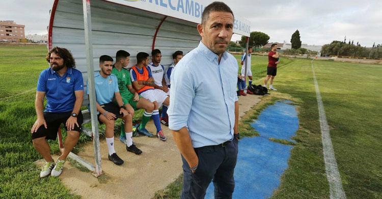 Juan Carlos Gómez en el banquillo del Xerez CD. Foto: Diario de Jerez