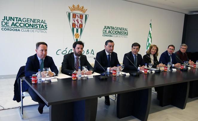 Una imagen de una Junta General de Accionistas con León aún al frente
