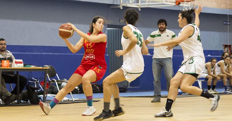 María Castro jugando con el Maristas