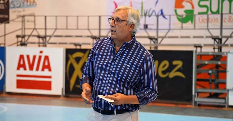 Mariano Jiménez sobre la pista del Alcalde Miguel Salas este verano.