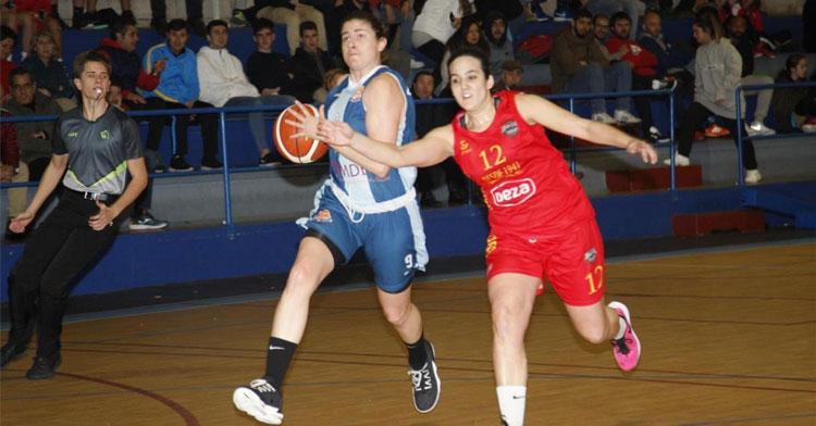 Marta Martínez en un partido con el Adeba