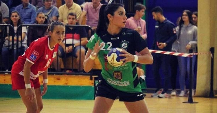 Maura Álvarez preparada para lanzar