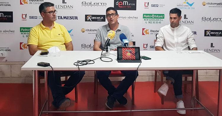 Rafa Ocaña durante su presentación en el Manuel Polinario. Foto: @SalermPG
