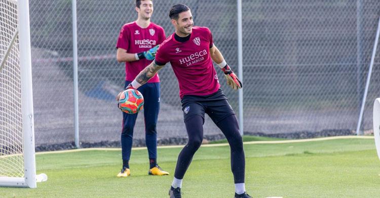 Antonio Valera entrenando con los oscenses. Foto: SD Huesca