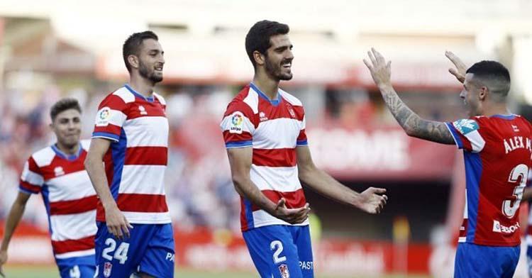Bernardo Cruz celebrando el gol que marcó con el Granada para ascender a Primera División con los nazaríes hace dos temporadas.