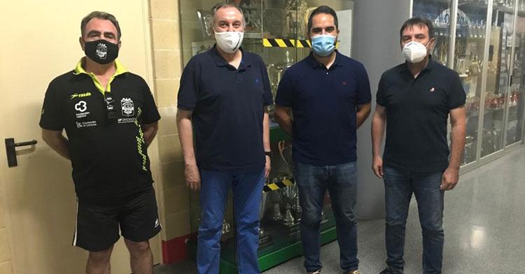 La foto de unión tras el acuerdo entre Cajasur Deportivo y Espejo