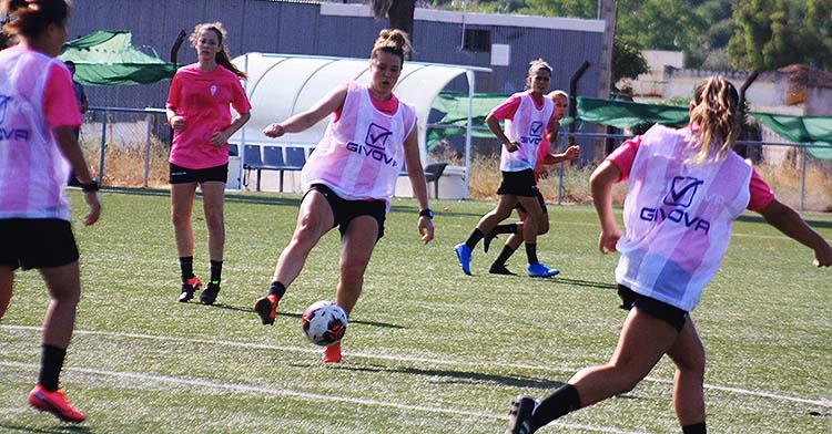 Las chicas de Ariel Montenegro entrenando en la Ciudad Deportiva.