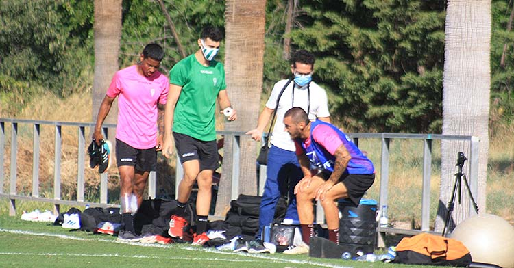 La retirada de Darren Sidoel con diversa molestias físicas.