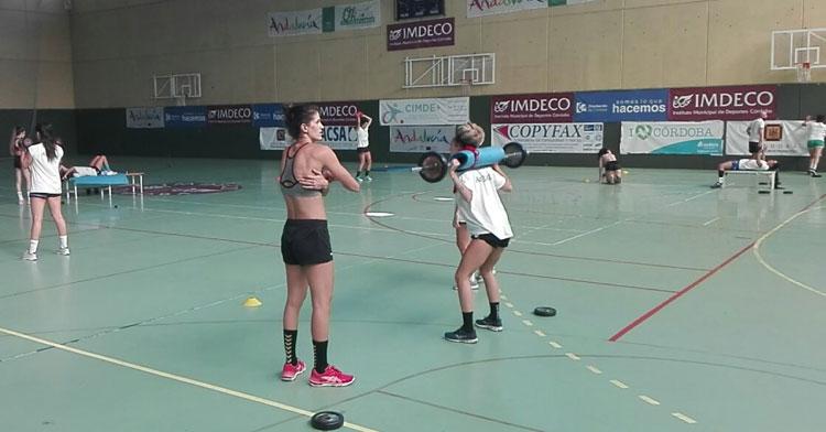 Las jugadoras del Adesal trabajando en La Fuensanta. Foto: Adesal