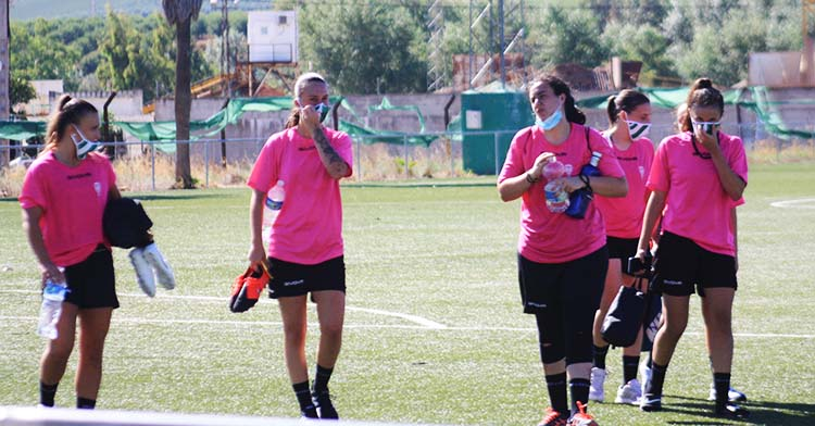Las nuevas pupilas de Ariel Montenegro al término de su primer entrenamiento de pretemporada.