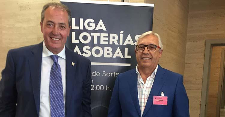 Francis Pérez junto a Mariano Jiménez en la sede de Asobal.