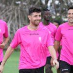 Javi Flores, Carlos Valverde y Miguel de las Cuevas sonríen a la lluvia de la matinal de este sábado en la Ciudad Deportiva