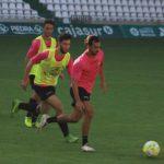 Una genialidad de Miguel de las Cuevas marchándose de tres jugadores del filial abrió el marcador del primer amistoso.