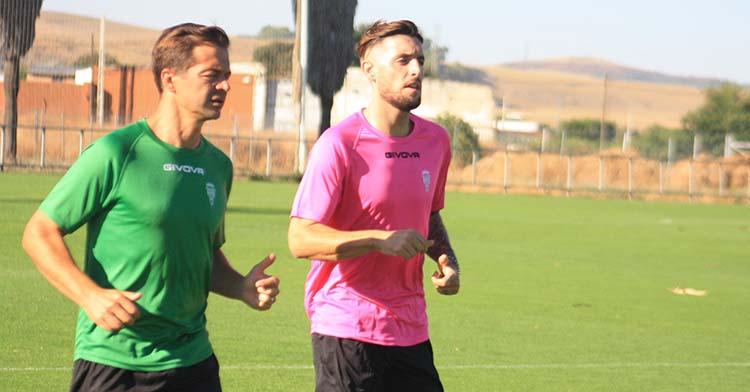 Samu Delgado haciendo carrera continua junto a Víctor Salas.