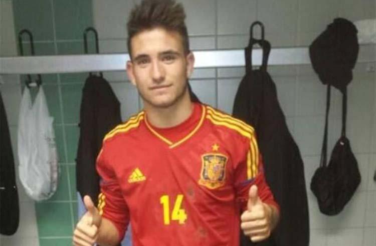 Sebas Moyano celebrando su debuto con la sub-18 en 2015.