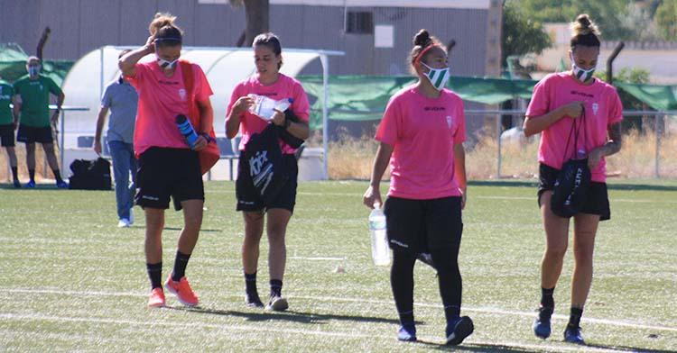 Wifi y otras tres compañeras del Córdoba Femenino al término del primer entrenamiento.
