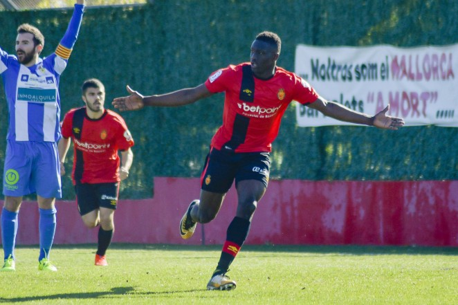 Ibrahim Diabaté celebrando un gol con el filial del Mallorca.