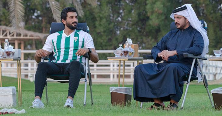 Su Nasser Bin Hamad, con la camiseta blanquiverde, junto al presidente Córdoba, Abdulla Al Zain.