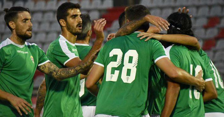 Bernardo y Samu Delgado celebran el primero de los goles en Algeciras con sus compañeros.
