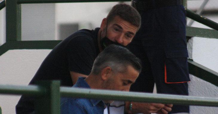 El ex-cordobesista Luis Carrión junto al técnico de los cadetes de Andaluza del Córdoba CF, Pedro López, en las gradas del Municipal de Pozoblanco.