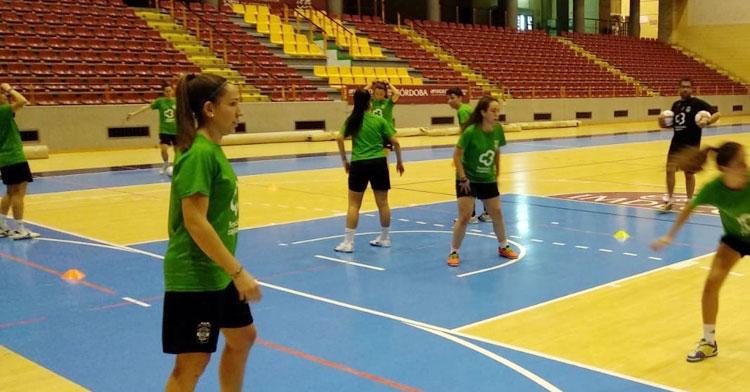 Las jugadoras del Deportivo Córdoba Cajasur ejercitándose en Vista Alegre. Foto@cordobafs