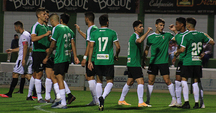 Los jugadores del Córdoba celebran el segundo tanto del partido obra de Luismi Redondo.