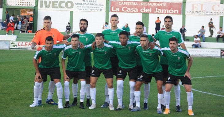 El once inicial que salió en Pozoblanco con la elástica verde provisional con la que se está jugando los amistosos.