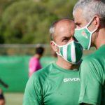 El doctor Bretones dialogando con Juan Sabas. Foto: CCF