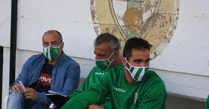 Juan Sabas junto a Manu Robles y Rubén Betanzos en el vetusto Municipal de Pozoblanco.