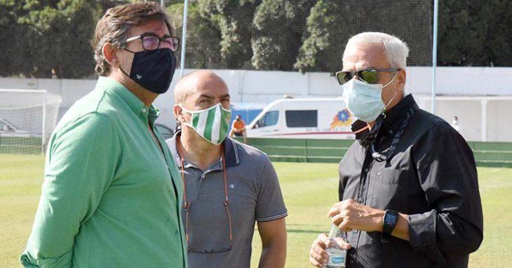 Miguel Valenzuela, Juan Sabas y Javier González Calvo sobre el verde de El Pozuelo en Torremolinos.