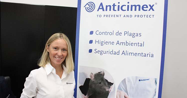 Andrea Romera, gerente de Anticimex en Córdoba, posa para la cámara de Cordobadeporte.com durante la entrevista.