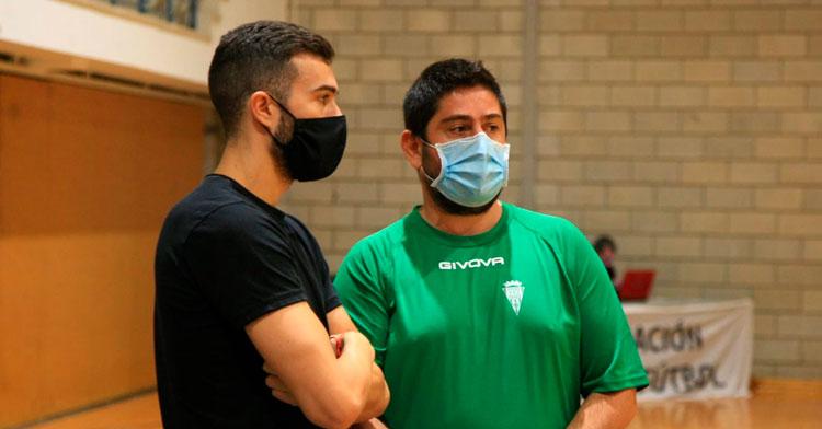 Josan y Saura charlan en un calentamiento del equipo durante la Copa de Andalucía. Foto: Córdoba Patrimonio