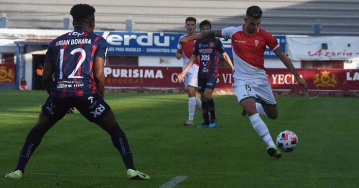 Oyarzun debutó con el Córdoba en Yecla.