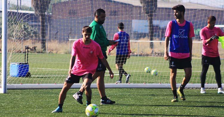 A jugar. El Córdoba B de Germán Crespo arranca su competición en Gerena.