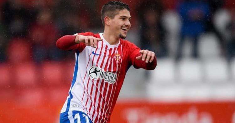 El asturiano Berto González celebrando uno de los once goles que marcó la pasada temporada con el filial del Sporting.
