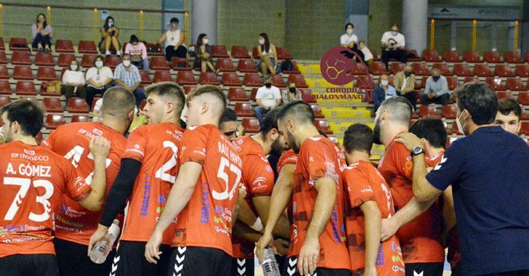 La piña de los jugadores del Cajasur en el partido contra el Trops. Foto: CBM