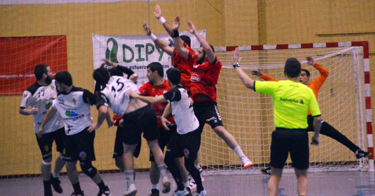 Cajasur y Zarautz en su partido del mes de marzo. Foto: CBM