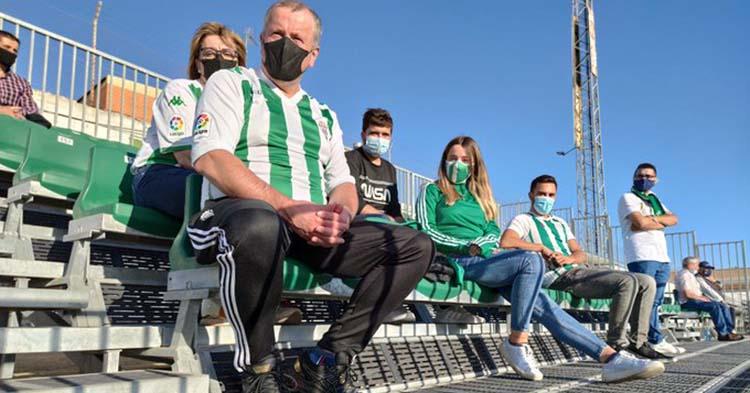 Varios cordobesistas siguiendo al a su equipo en Sanlúcar.