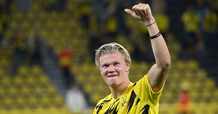 Haland celebrando uno de sus goles con el Borussia de Dortmund.