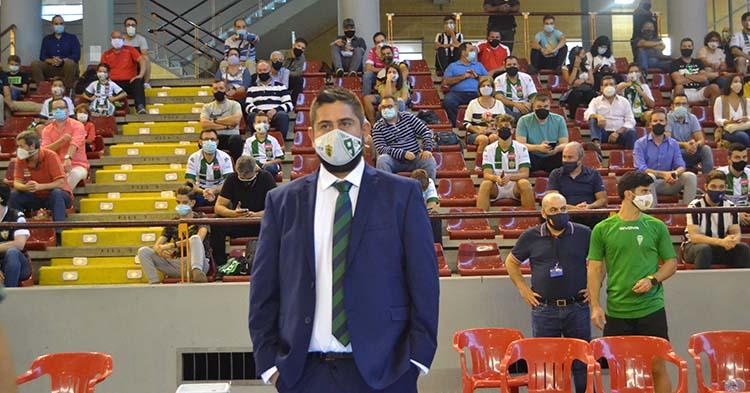 Josan González antes del envite contra Burela. Autor: Javier Olivar