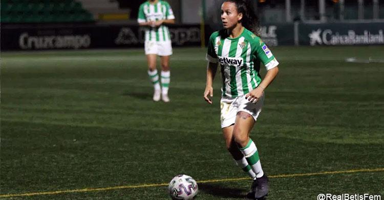 Luisa Romero con la elástica verdiblanca. Foto: Real Betis Féminas