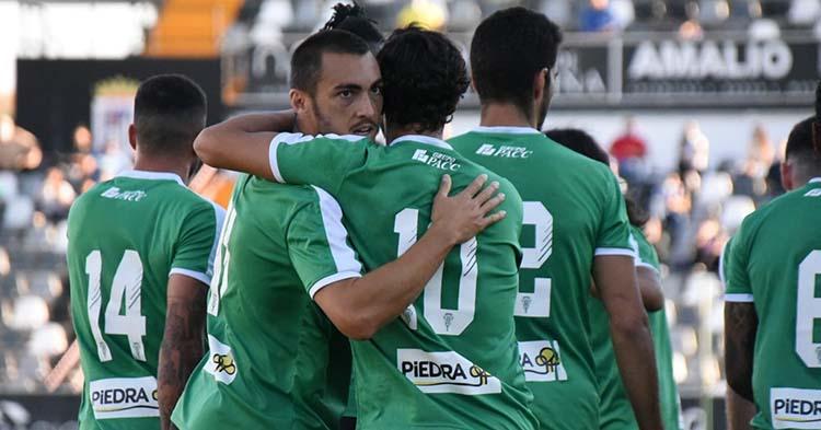 Moutinho y De las Cuevas se felicitan tras el gol. Foto: CCF
