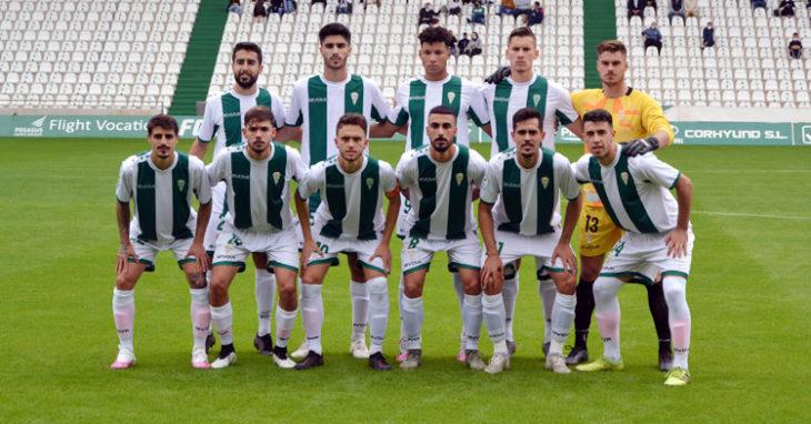El Córdoba B antes de un encuentro de esta temporada. Autor: Javier Olivar