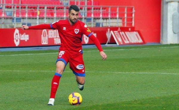 Alain Oyarzún jugándo con el Numancia la pasada temporada.
